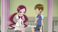 Tsubomi se siente un poco preocupada por la rodilla de Hayashi