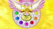 Polvera Sonrisa de Yayoi, con su Ultra Cure Decor