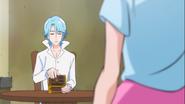 Megumi preguntandole a Blue si está bien abrir la caja