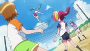 Hime golpea a Megumi en el entrenamiento de volleyball
