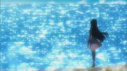 Minami observando el oceano