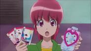 Megumi a punto de usar las PreCards