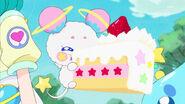 STPC4.47-Fuwa comiendo el pastel