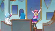 Megumi probándose las ropas que le dio Hime