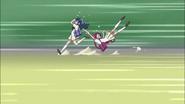 Erika arrastra a Tsubomi para escapar deprisa