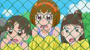 Las admiradoras de Yuuki asombradas