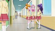 Las chicas en el pasillo