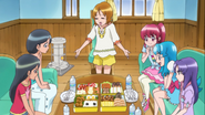Yuko les dice que primero coman