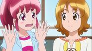 Yuko le pregunta a Megumi si está enamorada