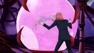 Mephisto trata de romper el cristal
