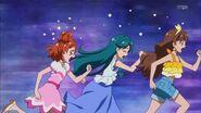 Las chicas escapando