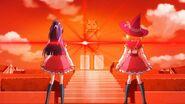 Riko y Mirai observando la brillante luz