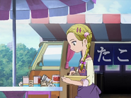 Hikari limpiando mesa