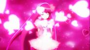 Lovely rodeada de corazones rosas