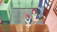 Latte ve a Nodoka y Yasuko irse de nuevo