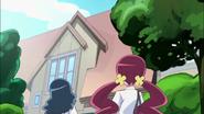 Tsubomi y Erika llegan a la casa de Ban
