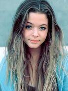 She is so beautifuk