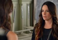 Holly-marie-combs-as-ella-montgomery-episode-317