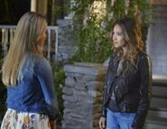 Alison and Emily in 5x10