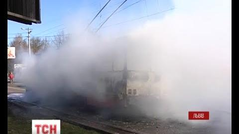 У Львові повністю згорів тролейбус