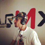 Lúdiko en RMX radio interpretando Quiéreme