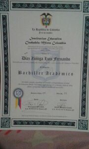 Yefri Zuñiga, Bachiller Titulo Colegio.jpg