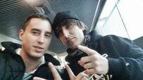 Porta en el aeropuerto de Chile con Eddie MV durante la gira del 2014