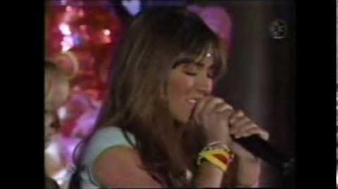 RBD-Mia_canta_Salvame_y_piensa_en_Miguel