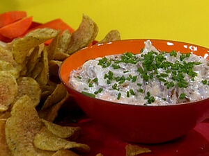 TM1107 French-Onion-Dip-and-Chips s4x3 lg.jpg