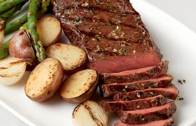 Java Rubbed Steak with Grilled Veggies and Sauce
