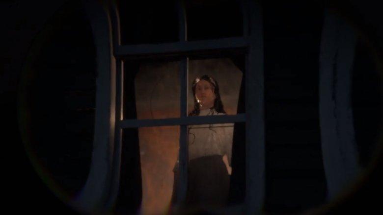 The-girl-in-the-window-1543611501.jpg