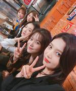Red Velvet selfie IG Update 250917.PNG