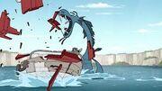 El mosntruo destruyendo el bote.jpg