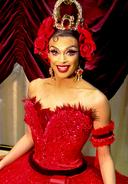 Valentina DragCon cropped