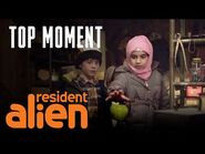Max And Sarah Make A Gravity-Defying Discovery - Resident Alien - SYFY