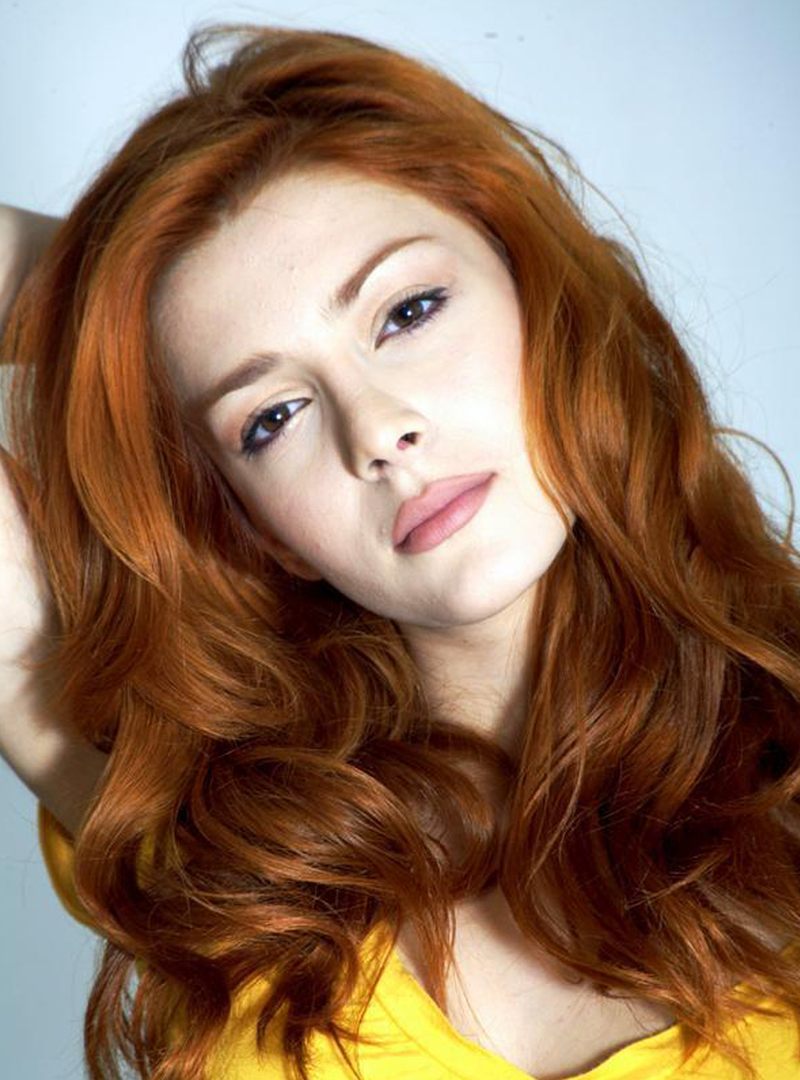 The 33-year old daughter of father (?) and mother(?) Elena Satine in 2021 photo. Elena Satine earned a 0.08 million dollar salary - leaving the net worth at 0.5 million in 2021