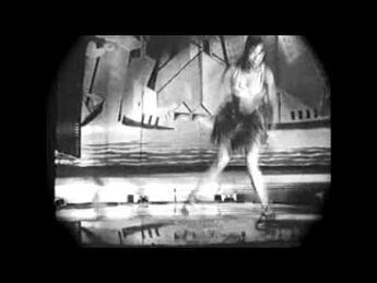 (1925)_Josephine_Baker_dancing_the_original_charleston