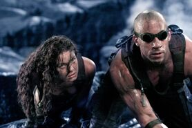 Still-of-vin-diesel-and-alexa-davalos-in-the-chronicles-of-riddick-(2004)
