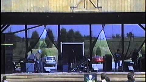 Smoke_in_Sunshine_live_at_the_first_Stoner_Hands_of_Doom_(SHoD)_in_1999