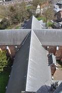 Aanzicht dak vanaf toren