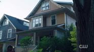 RD-Caps-2x05-When-a-Stranger-Calls-03-Andrews-house