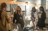 RD-Promo-3x04-The-Midnight-Club-03-Young-Penelope-Young-Alice-Young-Sierra-Young-Hermione