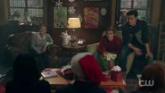 RD-Caps-2x09-Silent-Night-Deadly-Night-29-Betty-Archie-Reggie