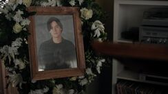 RD-Promo-4x15-To-Die-For-17-Jughead-Funeral-Picture.jpg