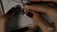 RD-Caps-2x09-Silent-Night-Deadly-Night-151-Archie-Veronica-necklace