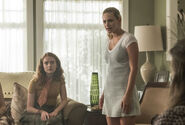 RD-Promo-3x03-As-Above-So-Below-09-Evelyn-Betty