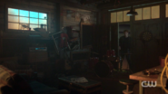 RD-Caps-2x03-The-Watcher-in-the-Woods-39-Andrews-house-garage