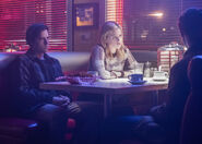RD-Promo-2x14-The-Hills-Have-Eyes-05-Jughead-Betty