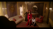 KK-Caps-1x01-Pilot-17-Gloria-Alexandra-Katy