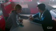 RD-Caps-2x05-When-a-Stranger-Calls-59-Betty-Jughead